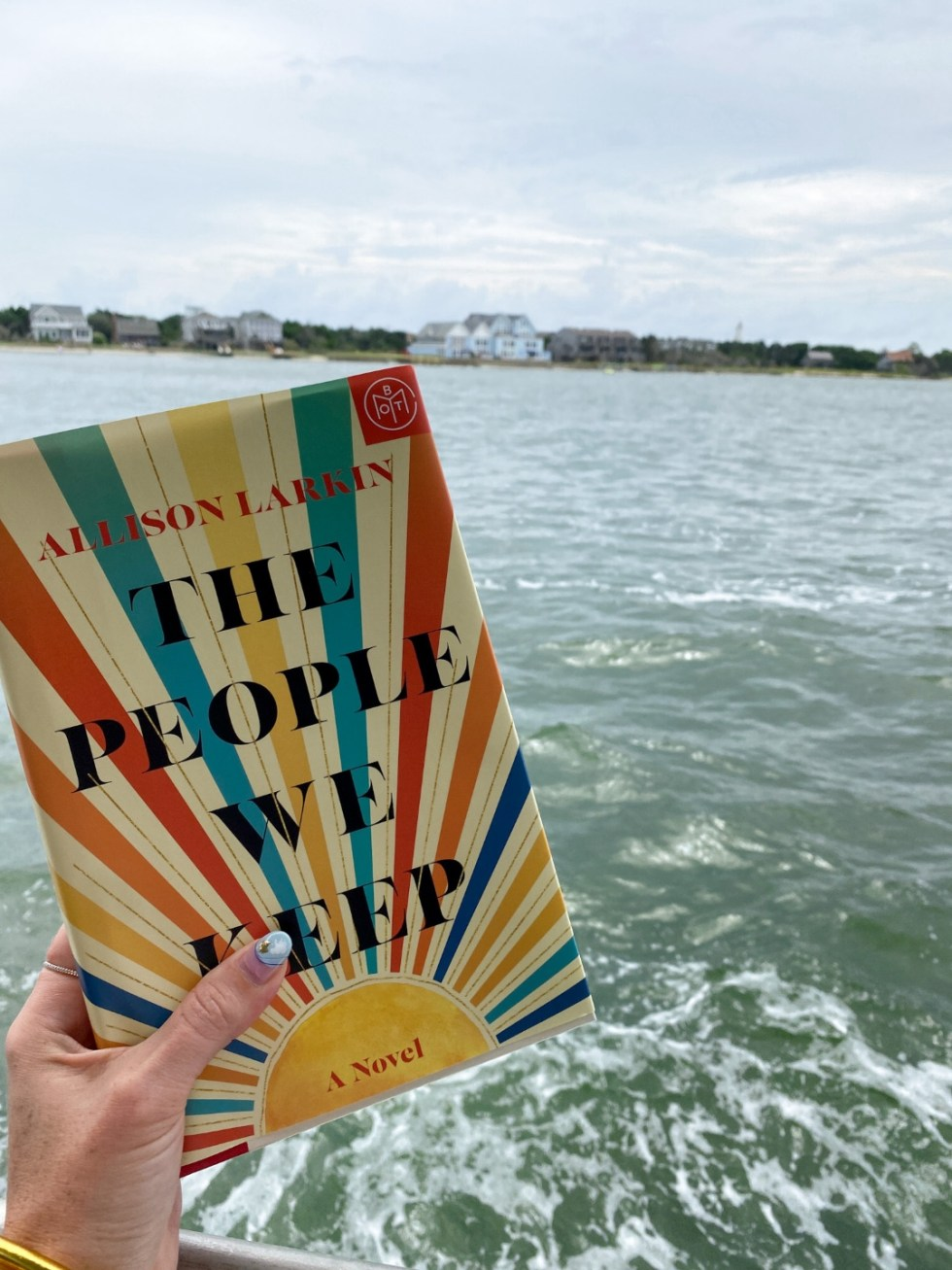 2021 Reading List: What I've Read So Far - I'm Fixin' To - @imfixintoblog | 2021 Reading List by popular NC lifestyle blog, I'm Fixin' To: image of The People We Keep.