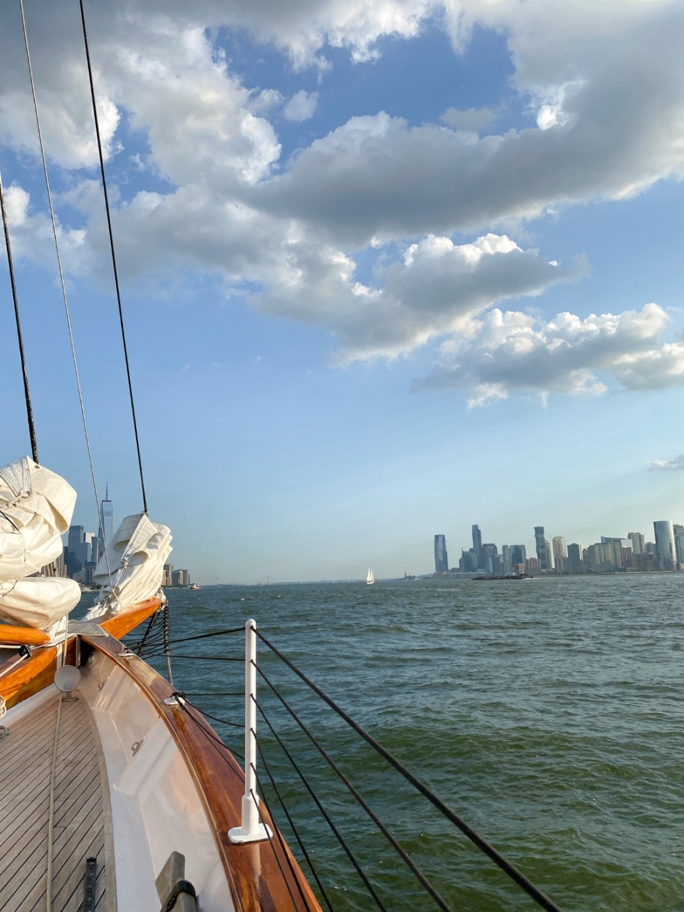 NYC Summer Weekend: Things to Do in NYC in the Summer - I'm Fixin' To - @imfixintoblog   NYC Summer Weekend by popular NC travel blog, I'm Fixin' To: image of a sailboat and the NYC skyline.