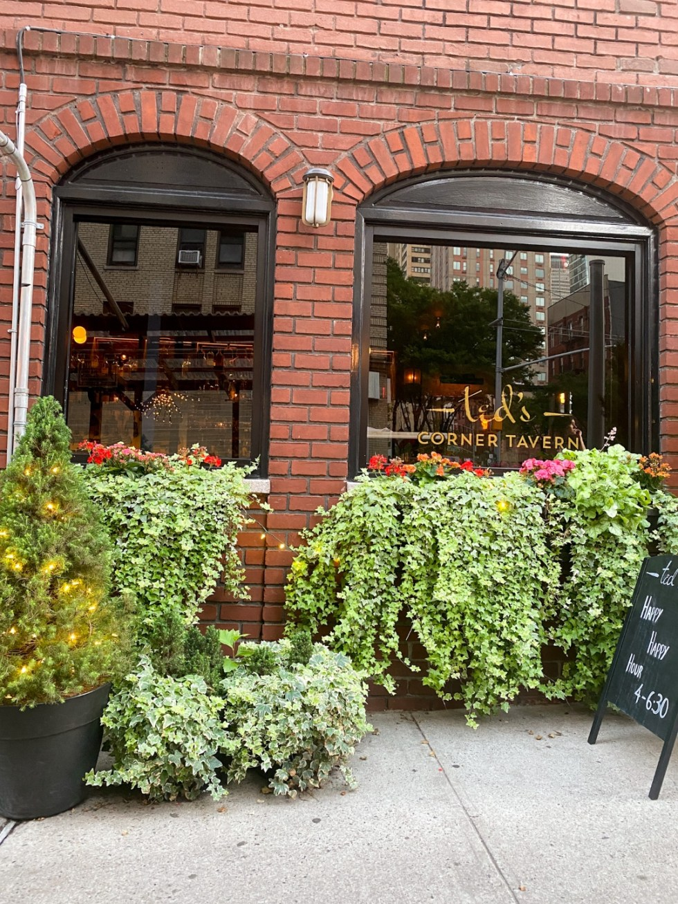 NYC Summer Weekend: Things to Do in NYC in the Summer - I'm Fixin' To - @imfixintoblog   NYC Summer Weekend by popular NC travel blog, I'm Fixin' To: image of Ted corner tavern.