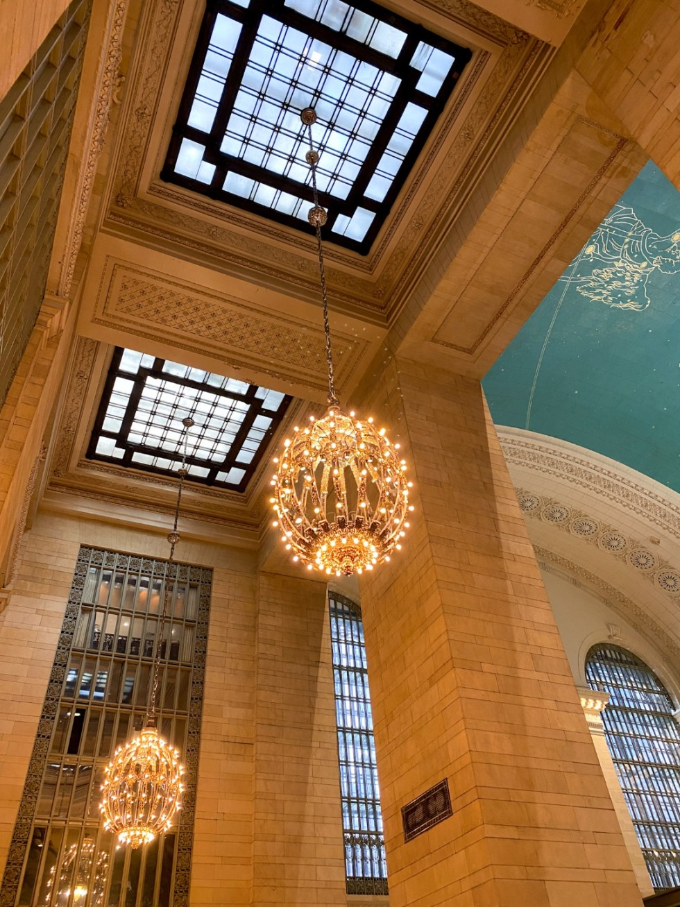 NYC Summer Weekend: Things to Do in NYC in the Summer - I'm Fixin' To - @imfixintoblog   NYC Summer Weekend by popular NC travel blog, I'm Fixin' To: image of the Grand Central Terminal lobby.