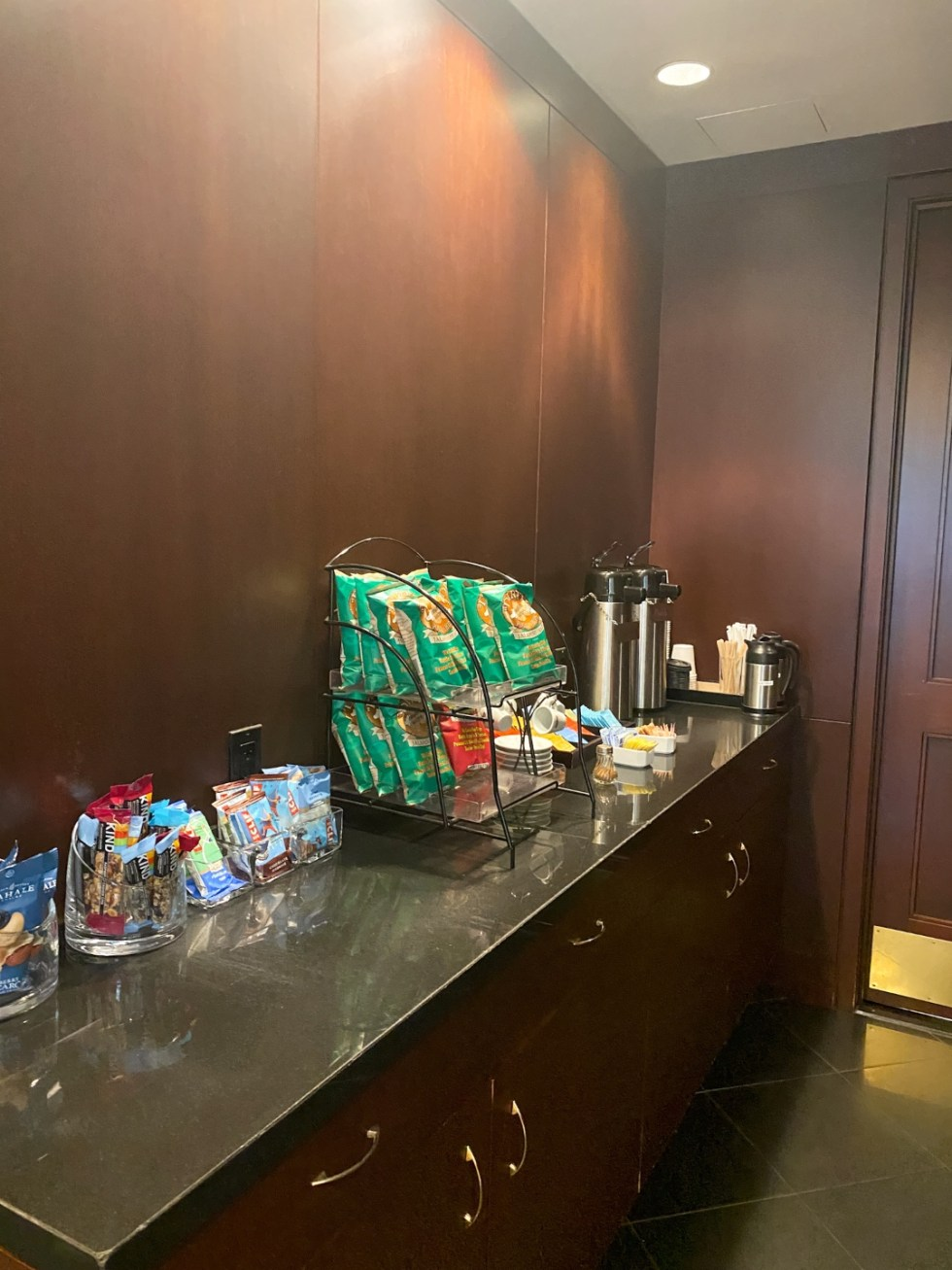 NYC Summer Weekend: Things to Do in NYC in the Summer - I'm Fixin' To - @imfixintoblog   NYC Summer Weekend by popular NC travel blog, I'm Fixin' To: image of a snack bar.