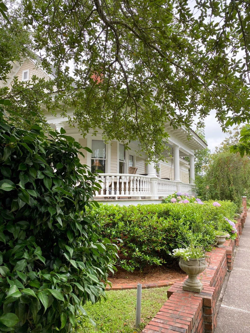 What to Do in Oriental, NC - I'm Fixin' To - @imfixintoblog | Things to do in Oriental NC by popular NC travel blog, I'm Fixin' To: image of a cream colored house with wrap around porch.