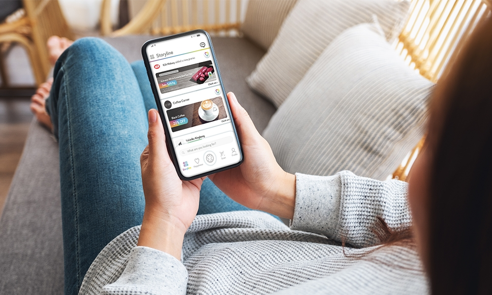 woman looking at Imfree app's deals and local promotions