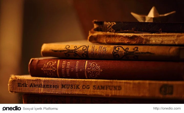 Biri kitabınızı istediğinde vermeden önce kişiyle alakalı her şeyi gözden geçirir kitabınıza zarar verme oranını hesaplar, ona göre karar verirsiniz. Fakat yinede kitabınıza kavuşana kadar içiniz rahat değildir.