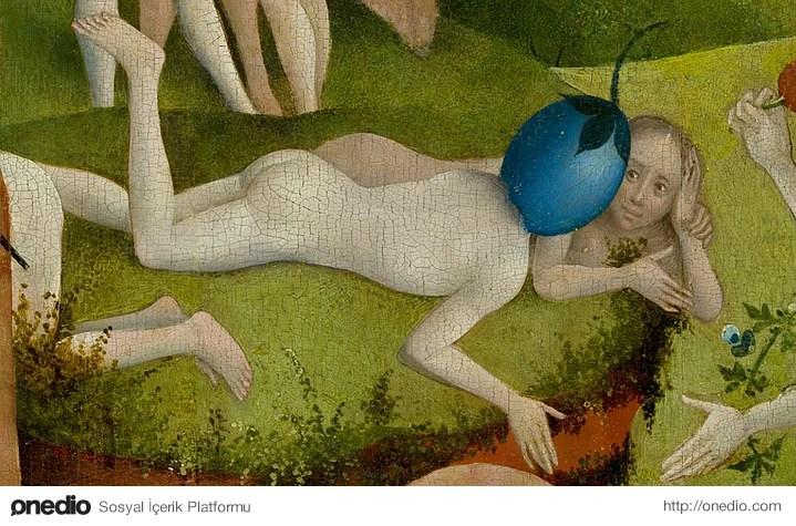 Sanat tarihçileri orta paneli iki şekilde yorumluyorlar.