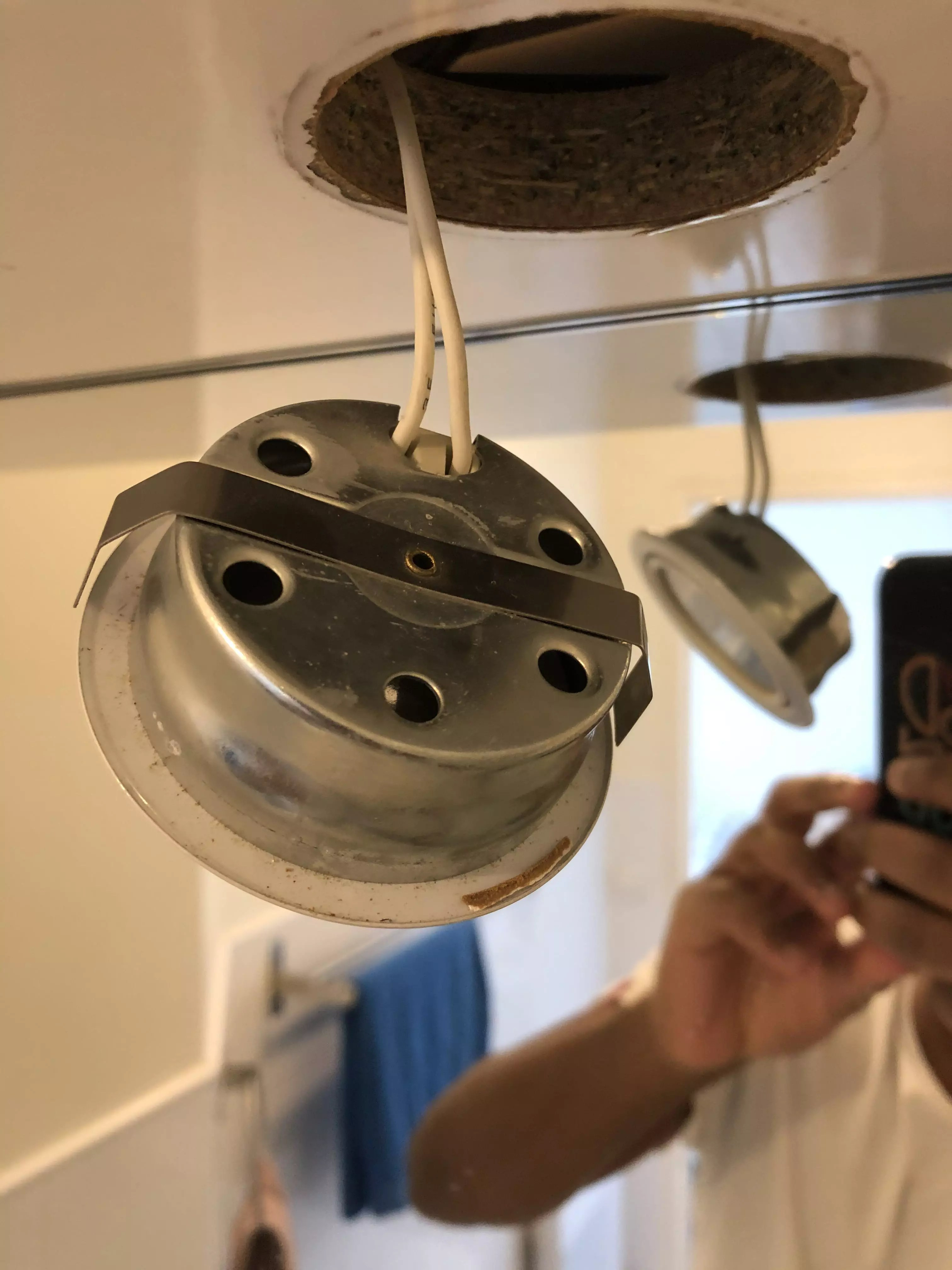 changer ampoule spot led salle de bain