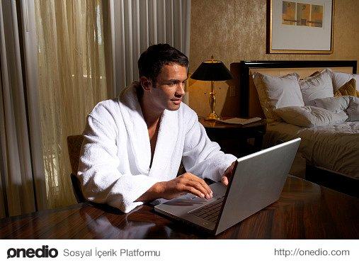 Duygusal Yakınlıktan Kaçınma Yöntemleri (2): İşkoliklik/Aşırı Akademik Uğraş: Eve zaten gece yarısı geliyorsunuz, eve de iş getiriyorsunuz..