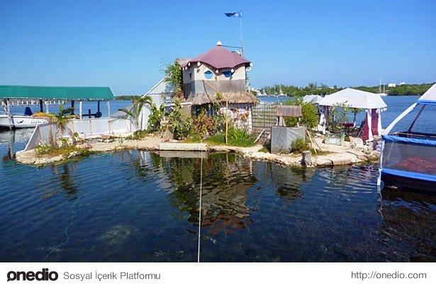 Yüzen adada konfor da ihmâl edilmemiş.