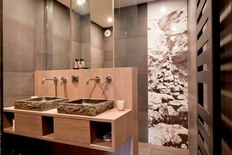 salle de bains taupe
