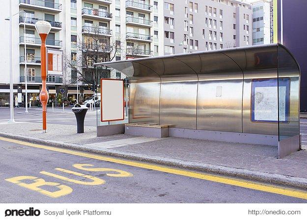 Metro ya da otobüsle işe gidiyorsanız bir durak önce inip yürümeyi deneyin.