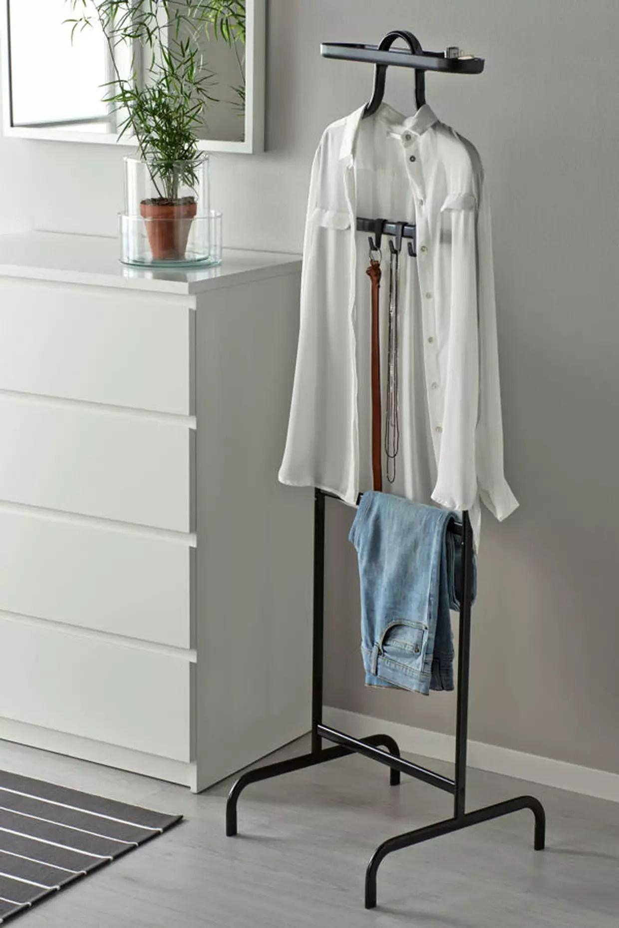 Sinopsis Valet De Chambre A Ikea