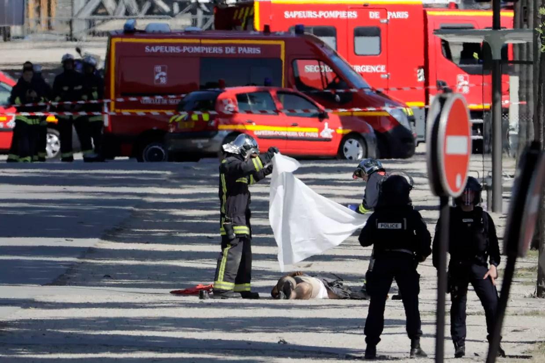 """Résultat de recherche d'images pour """"photos de la tentative d'attentat sur les champs elysées"""""""