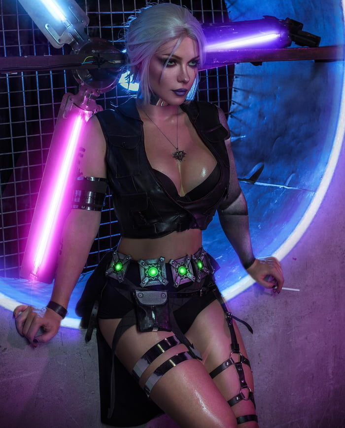 Irine Meier as Ciri (The Witcher + Cyberpunk 2077)