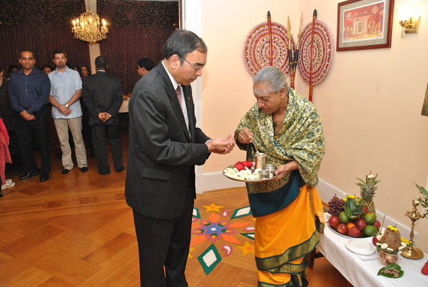 Ambassador Esala Weerakoon with  Swami Sivanatha Kurukkal