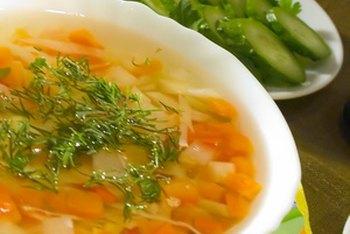 Membuat rendah sodium sup hanya memerlukan beberapa menit.