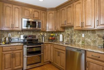 The Warmth Of Honey E Cabinetry Allows A Variety Backdrop Wall Colors