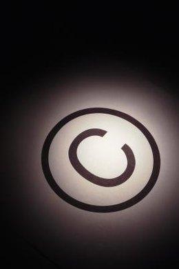 Una marca de derechos de autor puede que no siempre aparezca en una obra sujeta a los mismos.