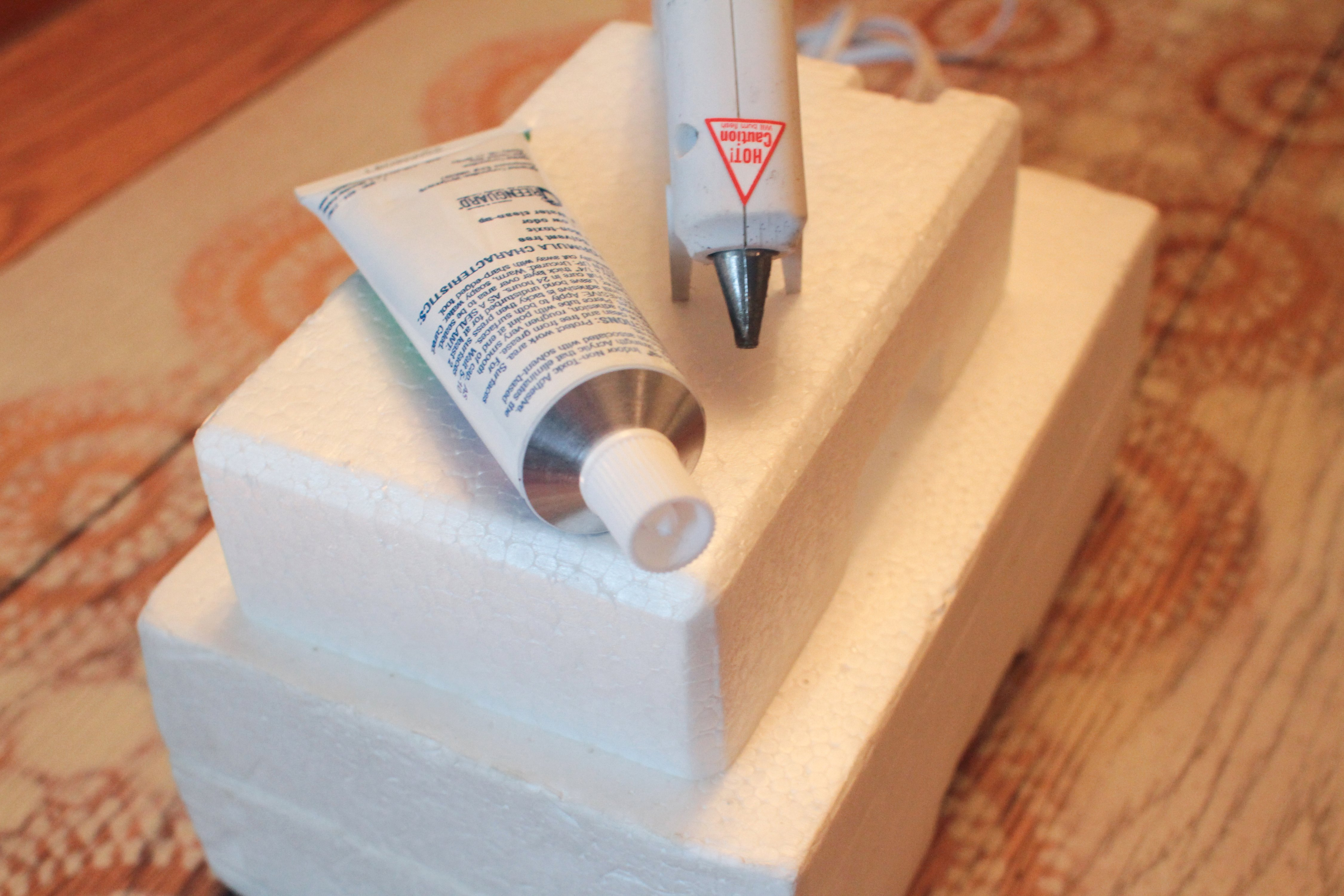 What Kind Of Glue Can Be Used On Styrofoam With Pictures