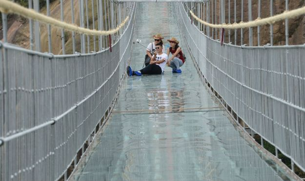 13 Pics Of A Glass Bridge That Strikes Fear In Tourists' Hearts 10
