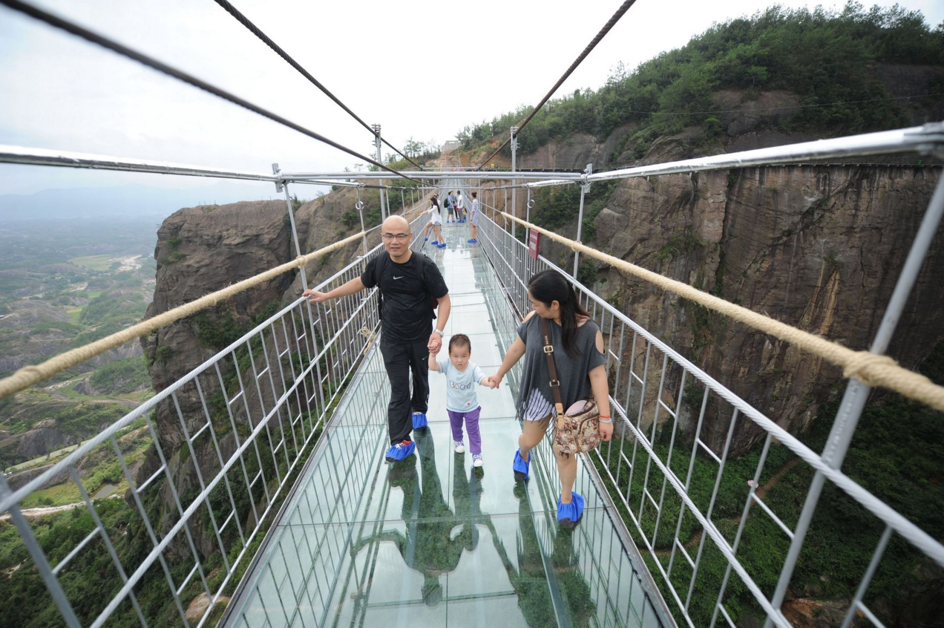 13 Pics Of A Glass Bridge That Strikes Fear In Tourists' Hearts 12