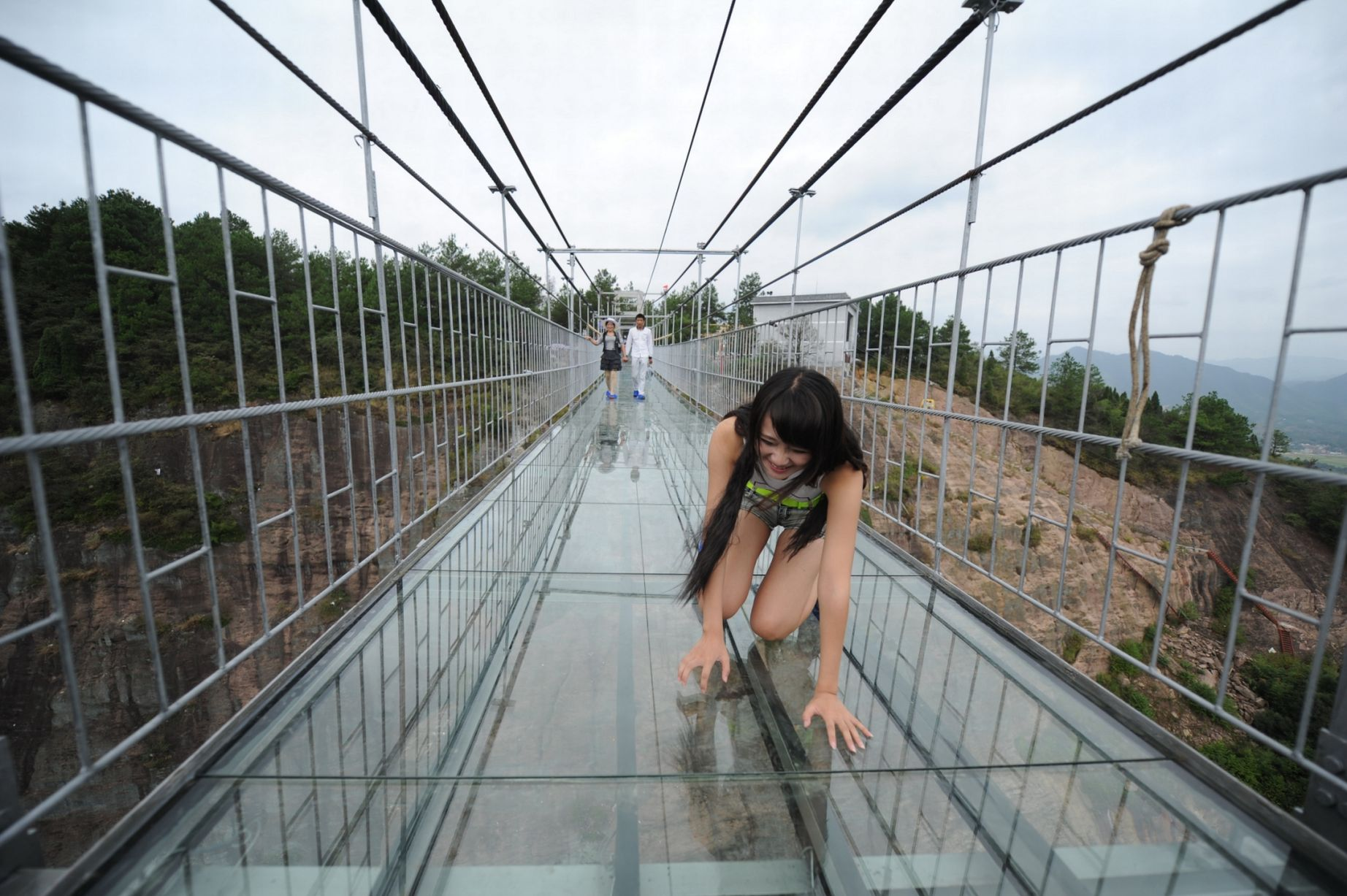 13 Pics Of A Glass Bridge That Strikes Fear In Tourists' Hearts 2