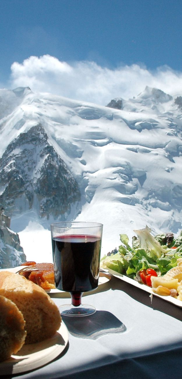 25 World's Best Restaurant Views 44
