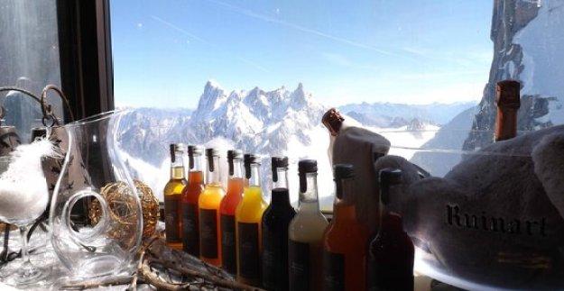 25 World's Best Restaurant Views 45