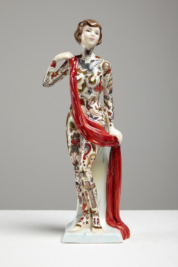 Jessica-Harrison-Tattooed-Porcelain-Figurines-20