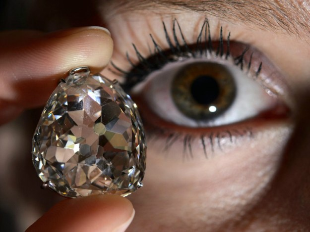 pieces-of-real-life-cursed-jewelry-that-could-kill-you-14