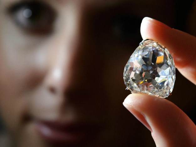 pieces-of-real-life-cursed-jewelry-that-could-kill-you-16