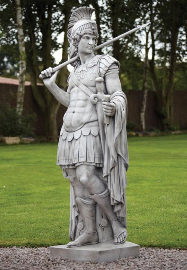 20-extravagant-garden-sculptures-03