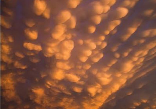 the-7-most-jaw-dropping-cloud-formations-07