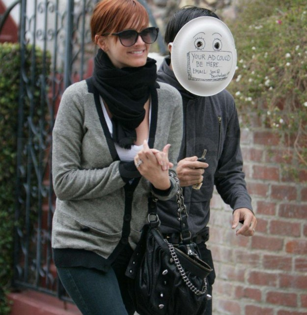12-of-the-best-celebrity-reactions-to-paparazzi-11