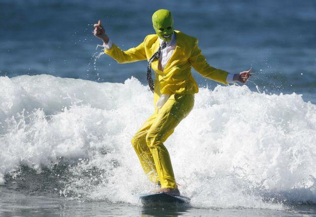 annual-surf-costume-contest-in-santa-monica-ca-16