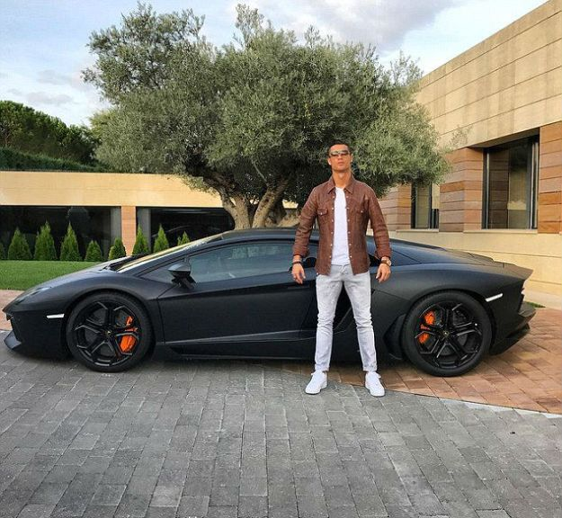 cristiano-ronaldo-is-the-best-photoshop-model-ever-12
