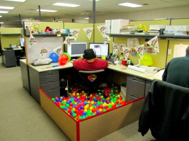 hilarious-office-pranks-21