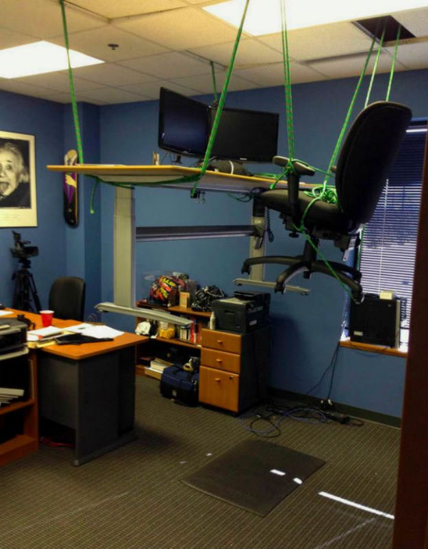 hilarious-office-pranks-24