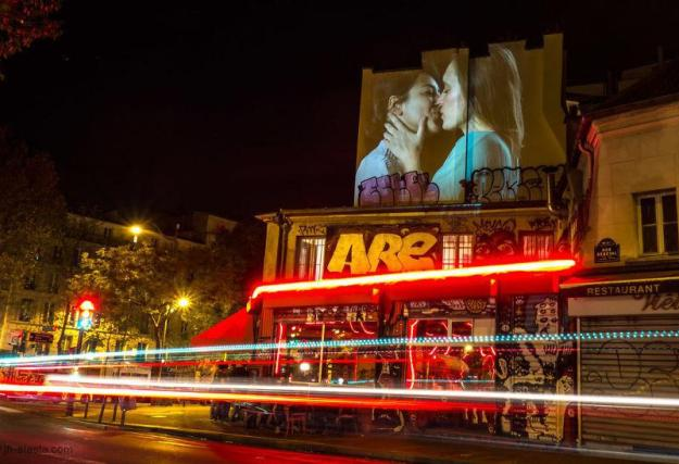 portraits-of-love-birds-kissing-in-the-streets-of-paris-06