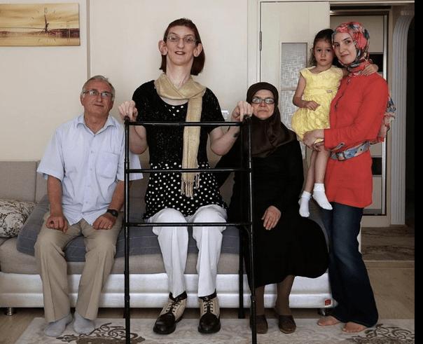 tallest-women-8-Rumeysa-Gelgi