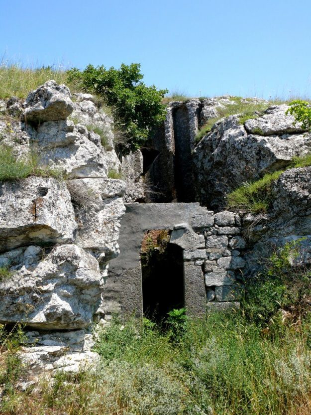 Mihalich Cave Church, Bulgaria   17 Astonishingly Beautiful Cave Churches Around The World   Brain Berries