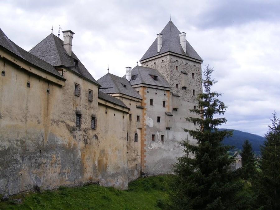 قلعة موشام ، النمسا |  أكثر 9 قلاع مسكون رعبًا في أوروبا |  التوت الدماغ