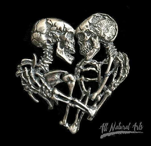Skeleton Love | 8 Impressive Sue Beatrice Sculptures | Brain Berries