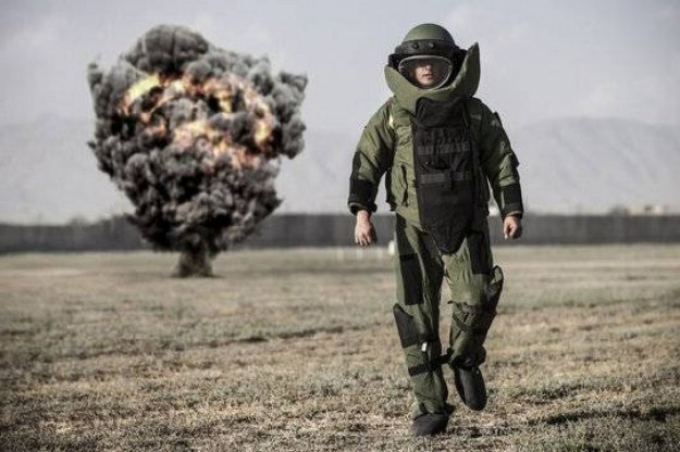 6. Bomb Disposal Experts | Top 9 Most Dangerous Jobs in the World | Brain Berries