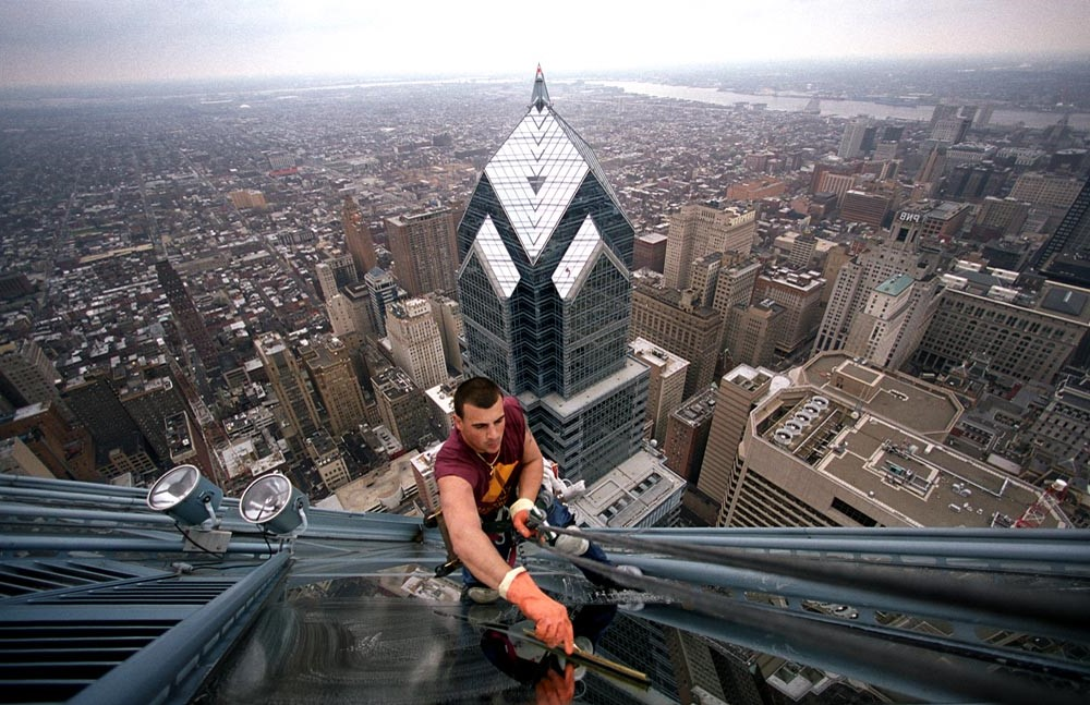 4. High-Rise Window Washers   Top 9 Most Dangerous Jobs in the World   Brain Berries