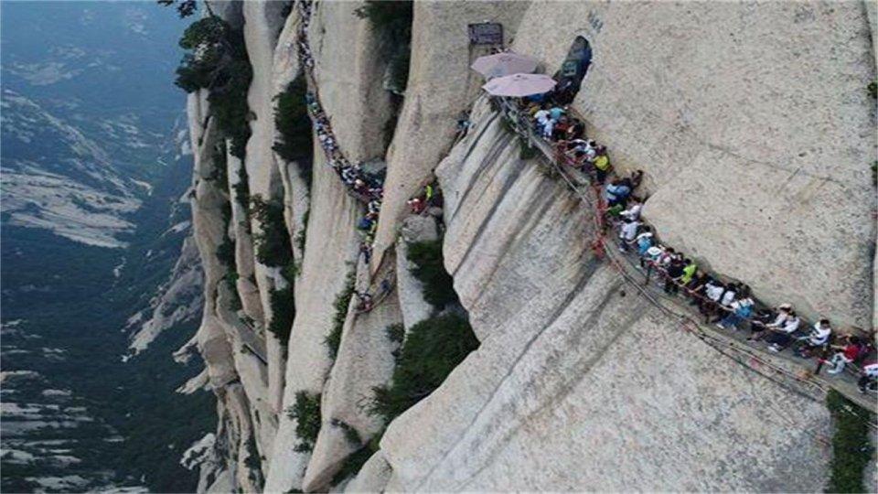 Huashan Mountain |  15 vendet më të çuditshme në të gjithë botën që duhet të vizitoni në vitin 2020 |  ZestRadar