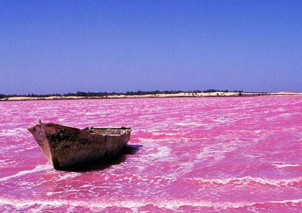 Liqeni Retba |  15 vendet më të çuditshme në të gjithë botën që duhet të vizitoni në vitin 2020 |  ZestRadar