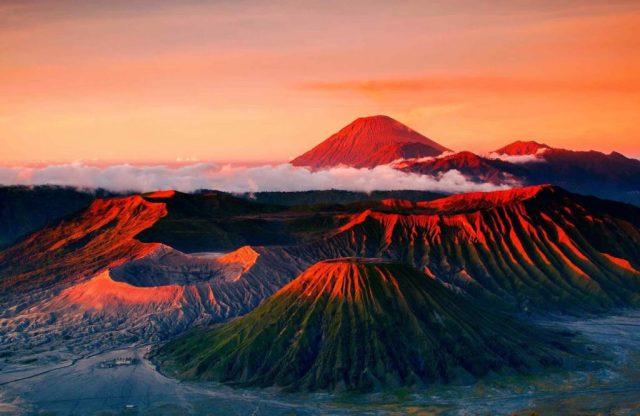 جبل برومو (اندونيسيا) | 10 من أفضل أماكن غروب الشمس في العالم | زيسترادار