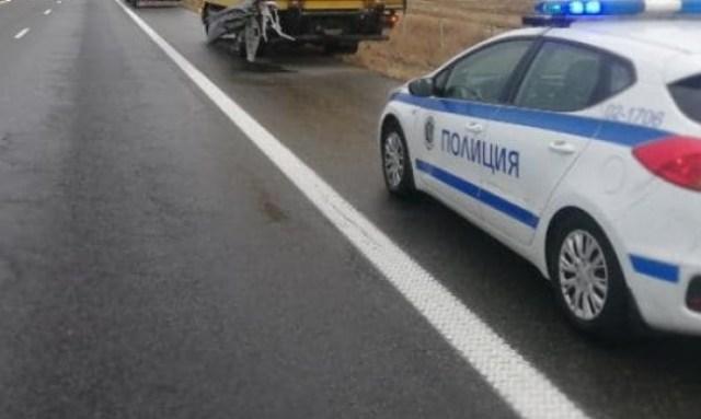 """Автобус с 20 пътници се обърна в канавката на АМ """"Тракия"""""""