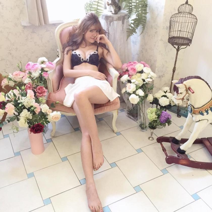 陳怡伶 - Kimberlly、超胸巴西混血兒正妹小昆凌自摸豪奶尺度破表、表特板網友狂推美女、甜美性感爆乳蜜桃臀性感內衣寫真、天使臉孔魔神身材潛力女神露球全掉出