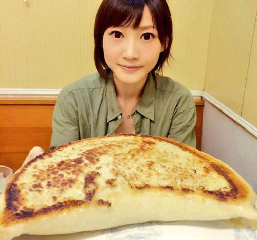 木下佑香 - 正妹大胃王、爆食美女火力全開、挑戰10碗飯、漢堡包、速食炒麵、100片吐司